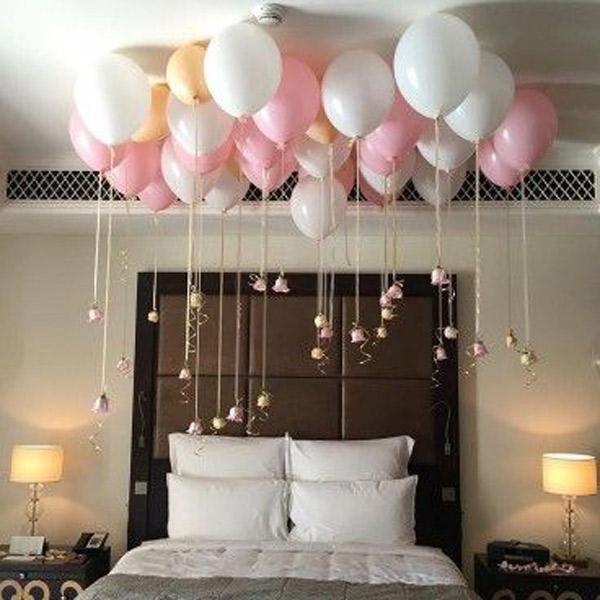 تزیین تخت عروس و داماد با بادکنک و گل رز