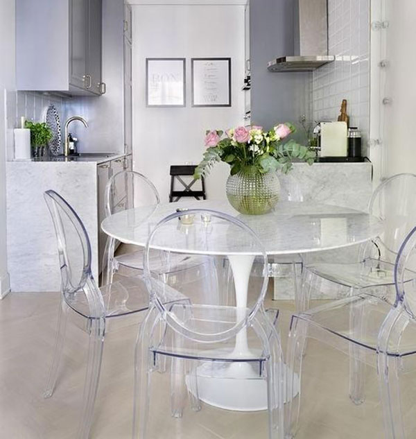 مدل میز ناهارخوری سفید با صندلی های شیشه ای