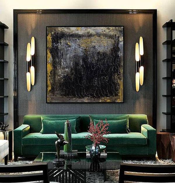 طراحی دیوار اتاق با کاغذ دیواری، نقاشی و چراغ دیواری دکوراتیو