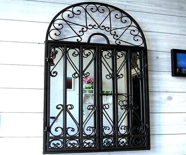مدل پنجره برای باغ و ویلا  با حفاظ آهنی