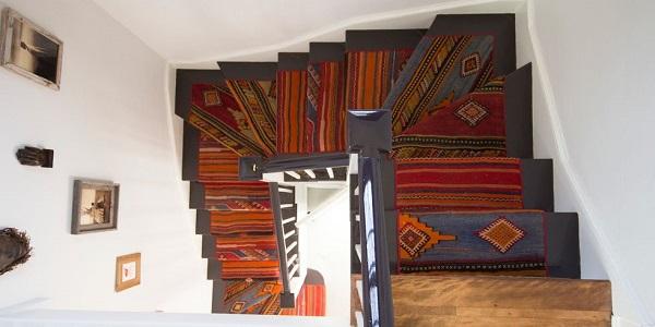 تزیین راه پله با استفاده از کف پوش با طرح سنتی