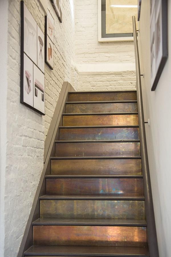 تزیین راه پله با استفاده از رنگ کردن ارتفاع پلهها