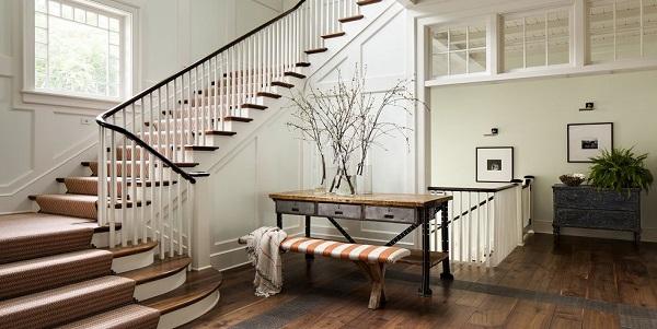 تزیین راه پله با استفاده از قرار دادن پنجره در راه پله