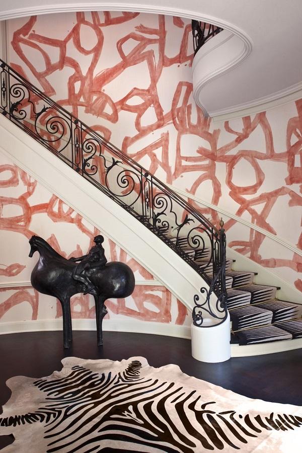 تزیین راه پله با استفاده از رنگ کردن دیواره راه پله
