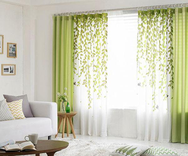 مدل پرده پنجره با طرح برگ مناسب اتاق خواب