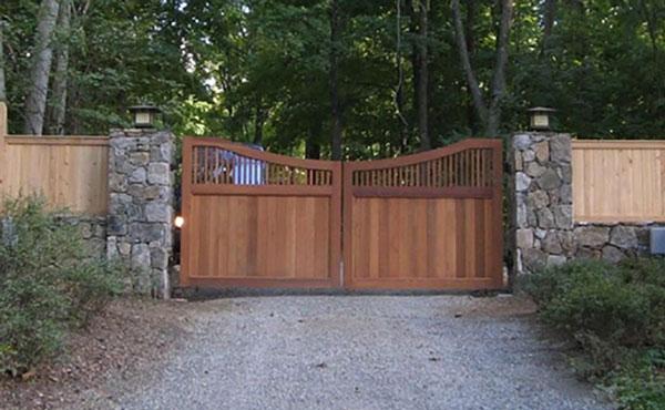 مدل درب ورودی باغ ساده چوبی