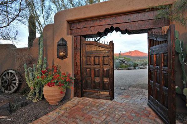 نمونه درب چوبی برای ورودی باغ