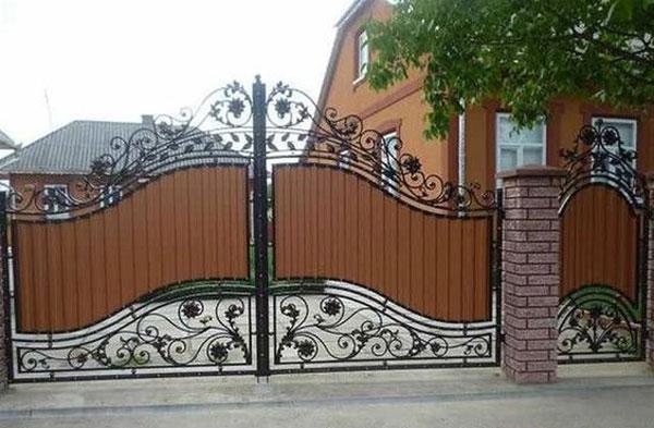 مدل درب ورودی باغ طرح چوب و فلز