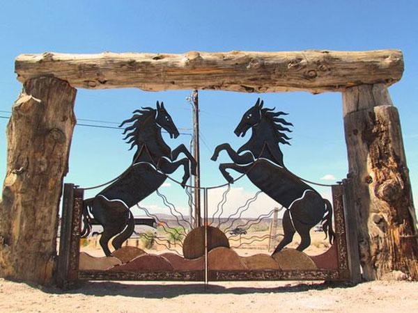 مدل درب ورودی باغ شیک طرح اسب