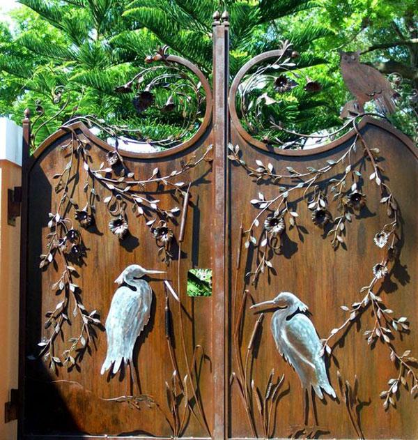 مدل درب ورودی باغ با طرح درخت و پرنده