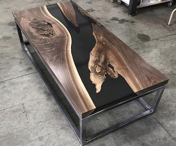 مدل میز جلو مبلی  استیل با رویهی چوب و رزین