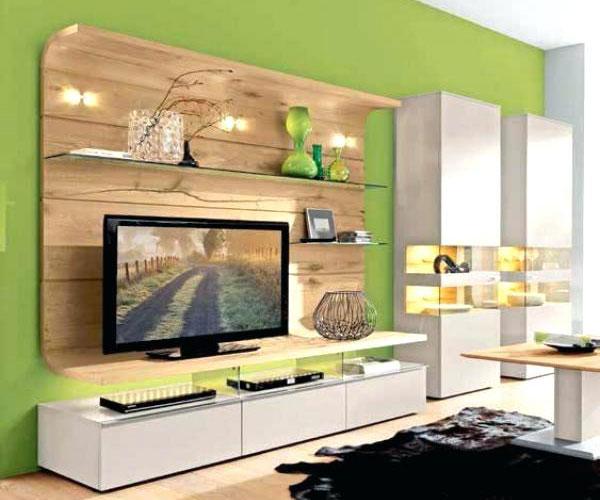 تزیین دیوار پشت تلویزیون با استفاده از رنگ شاد برای