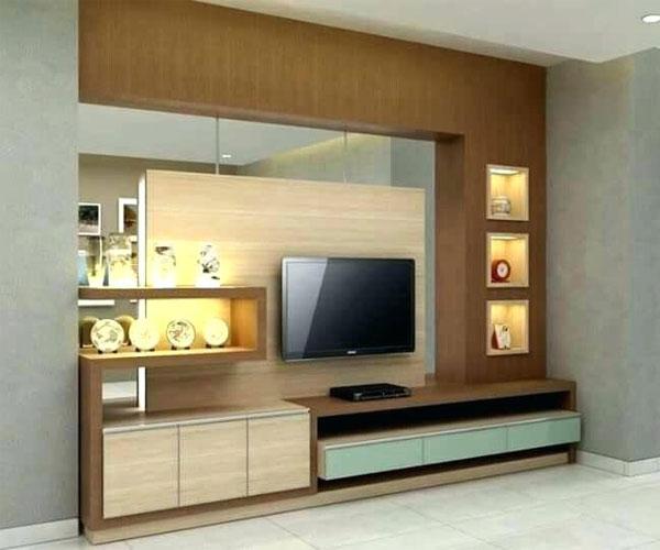 دکوربندی چوبی و آینهای مناسب تزیین دیوار پشت تلویزیون