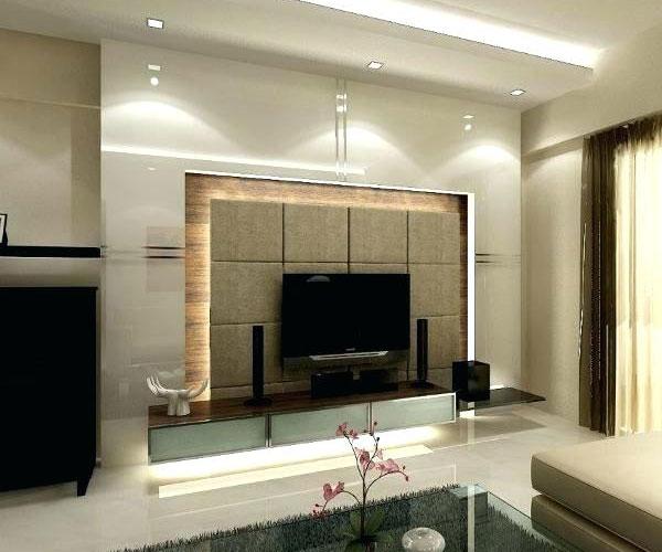 تزیین دیوار پشت تلویزیون  با استفاده از پلکسی و چوب