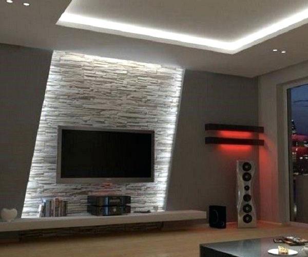 استفاده از آجر نما و نورپردازی برای تزیین دیوار پشت تلویزیون