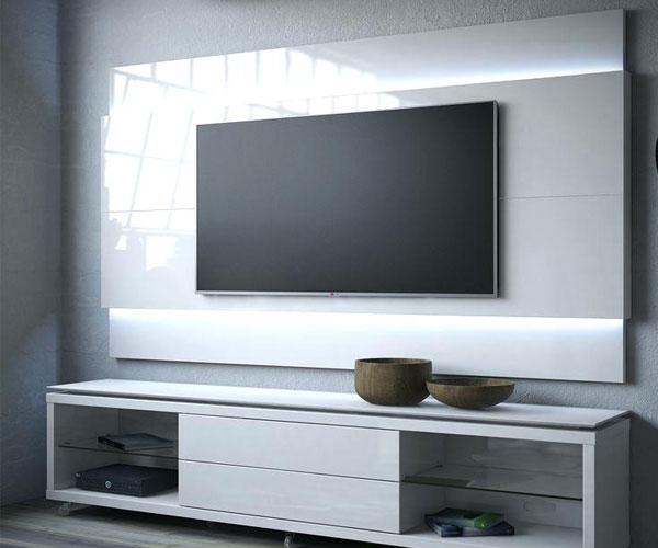 تزیین دیوار پشت تلویزیون با استفاده از نورپردازی سفید