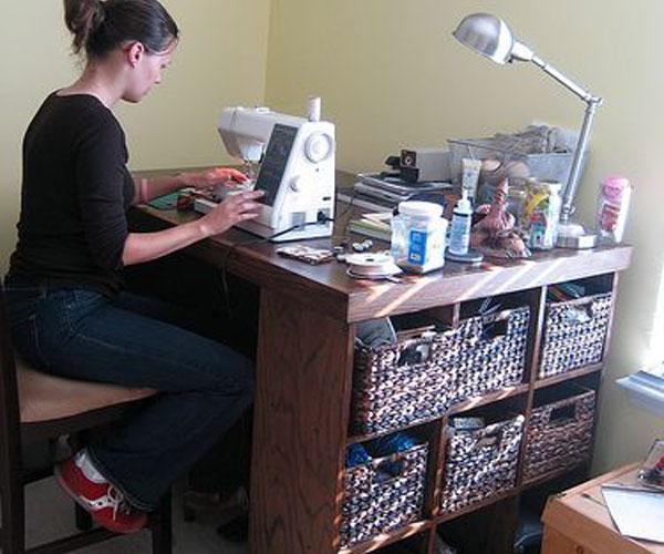 مدل میز چرخ خیاطی با فضا و قفسه اضافی