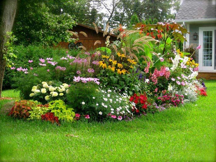 گل کاری در محوطه ویلا