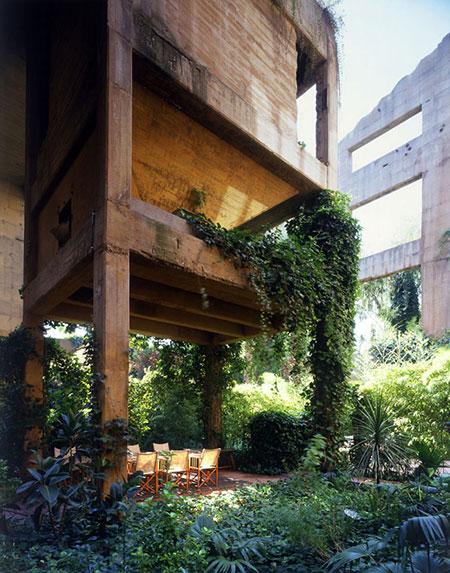 این مهندس از یک کارخانه سیمان خانه ای مدرن ساخته است
