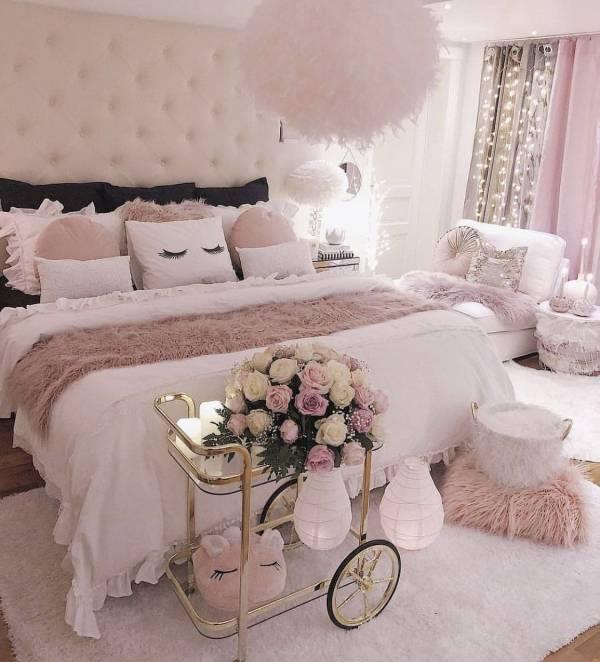 اتاق خواب صورتی زیبا